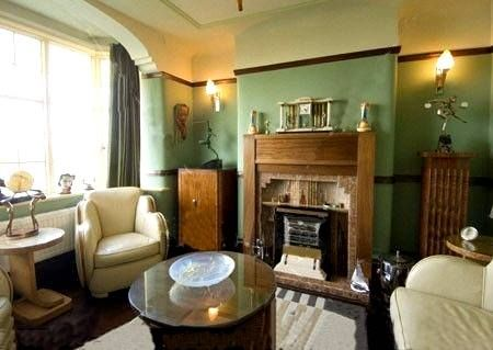 1930s English living room with Art Deco furniture/ | 1930s ...