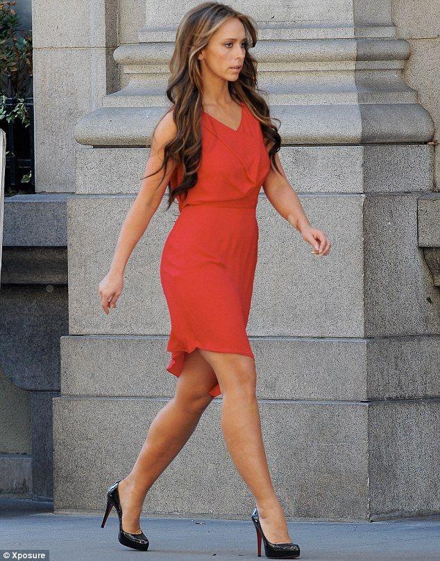 Scarlet woman Jennifer Love Hewitt is back on duty... as ...