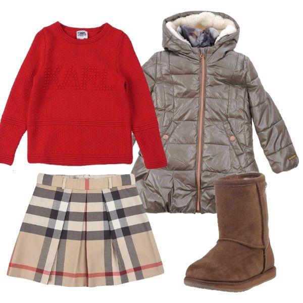 La tua bimba sarà molto trendy con questa gonnellina Burberry, il piumino con cappuccio e interno removibile, il maglioncino rosso e gli Emu ai piedi.