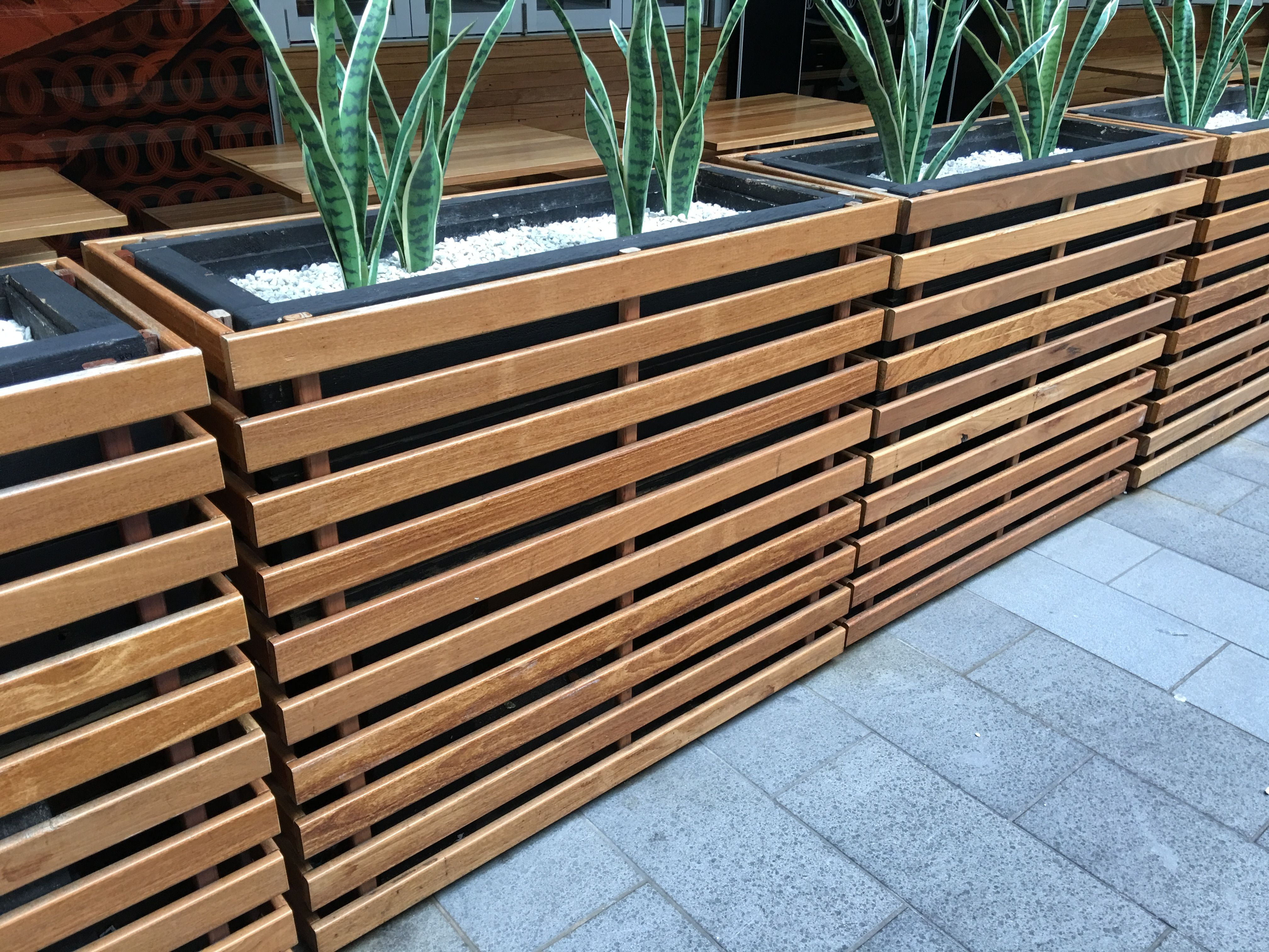 Box Für Terrasse Planter Box Divider Breakout Areas And Seating Options
