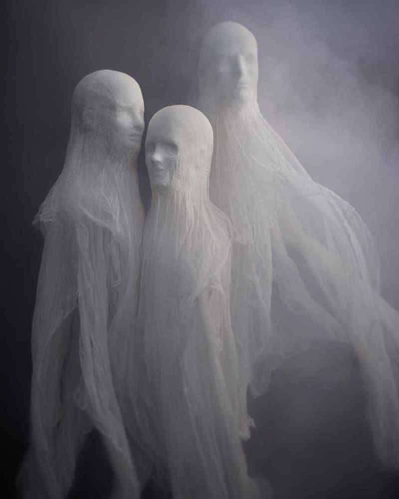 Image source Martha Stewart Halloween Party Pinterest - Halloween Ghost Decorations