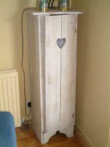 pallet wood jelly cupboard
