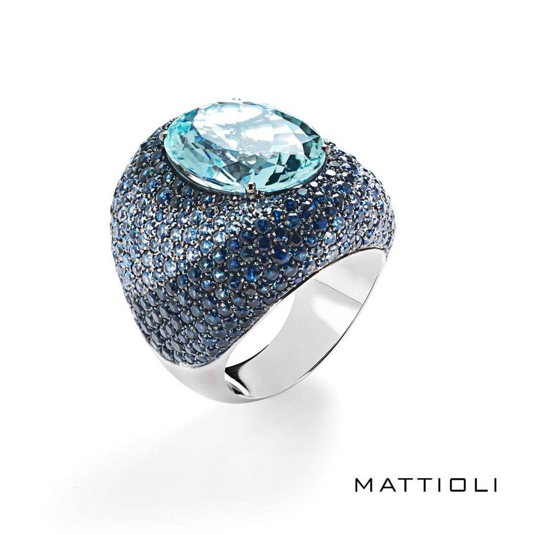 Let's start the week with Fireworks Collection by #Mattioli: #ring in white #gold, #aquamarine, light-blue and dark-blue #sapphires. It's today's #MondayJewel! -#mattiolijewelry #jewels #jewelry #instajewelry #jotd #madeinitaly