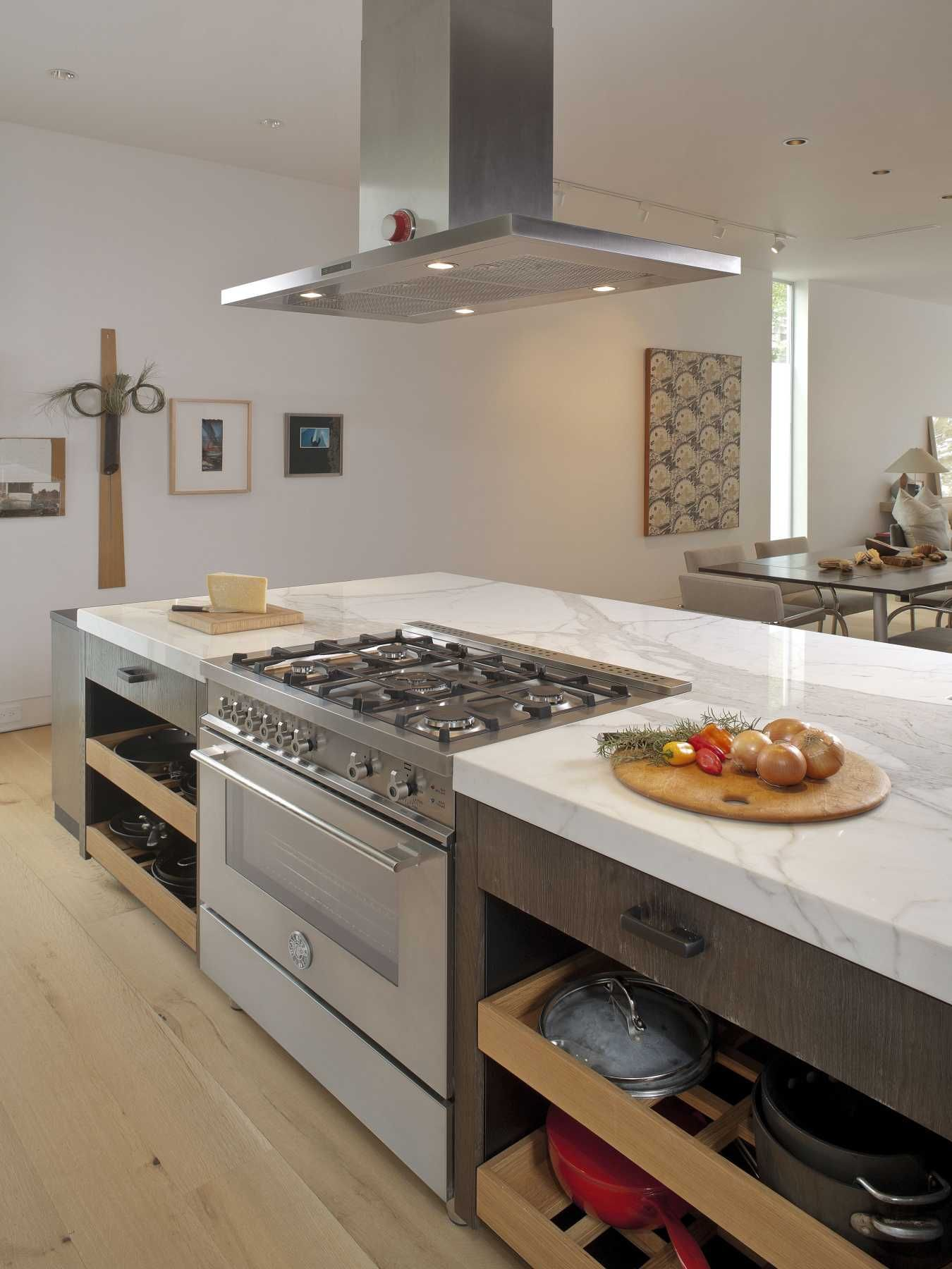 Houston Tx Bertazzoni 36 5 Burner Professional Series All Gas Kitchen Island With Stove Kitchen Island With Cooktop Kitchen Layouts With Island