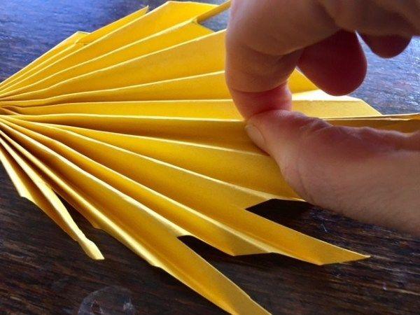 Origami-Herbstblätter falten: Einfache Herbstdeko basteln