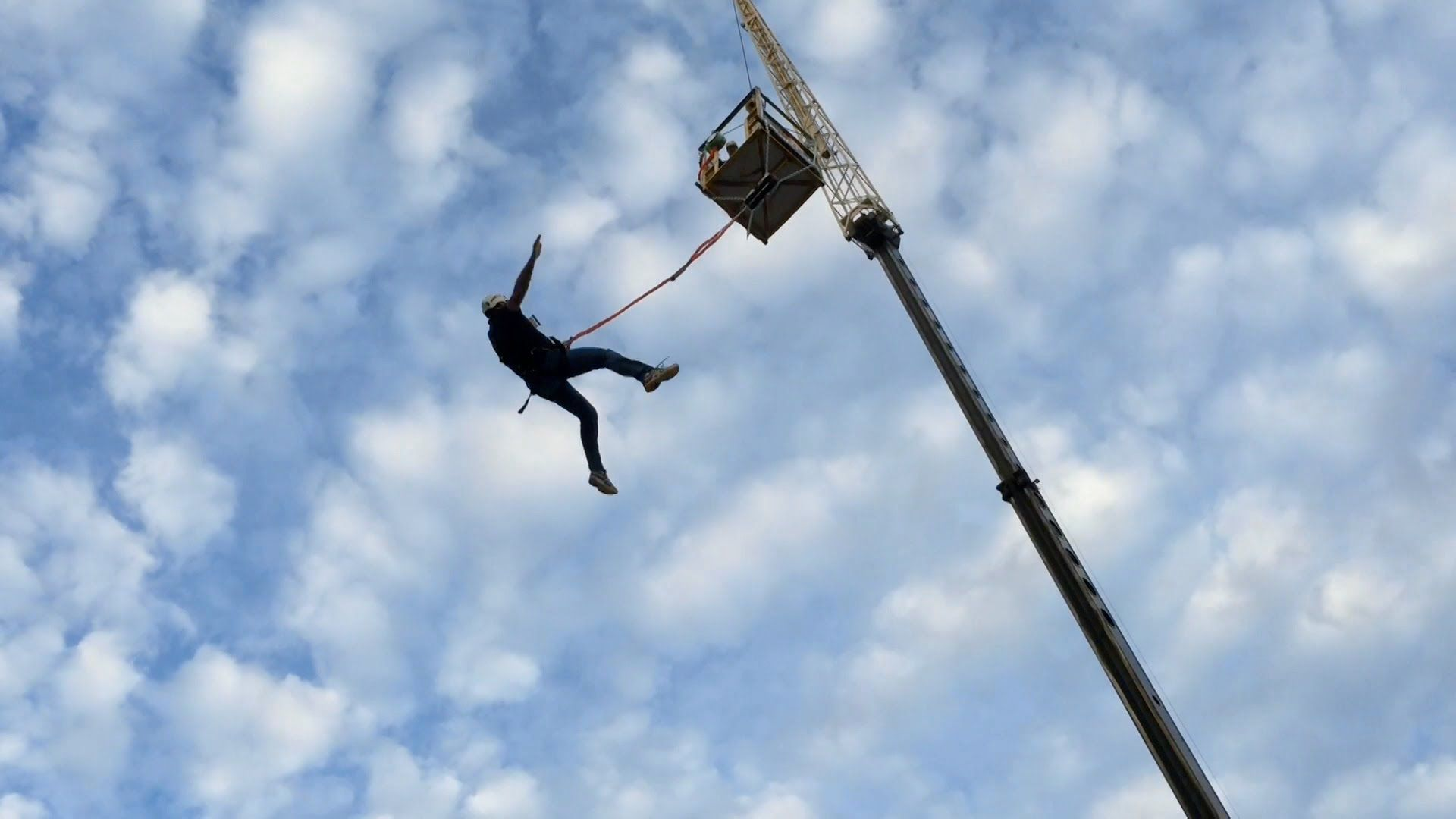 The Crew From Theme Park Review Gives The Flightline Commercial Free Fall Device A Try From 70 Feet Up In The Air F Fall Attractions Free Falling Fall Video