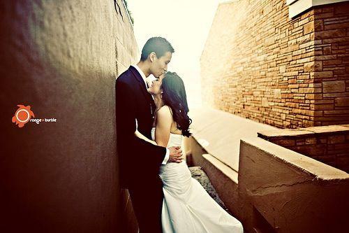 Wedding - Wall pose