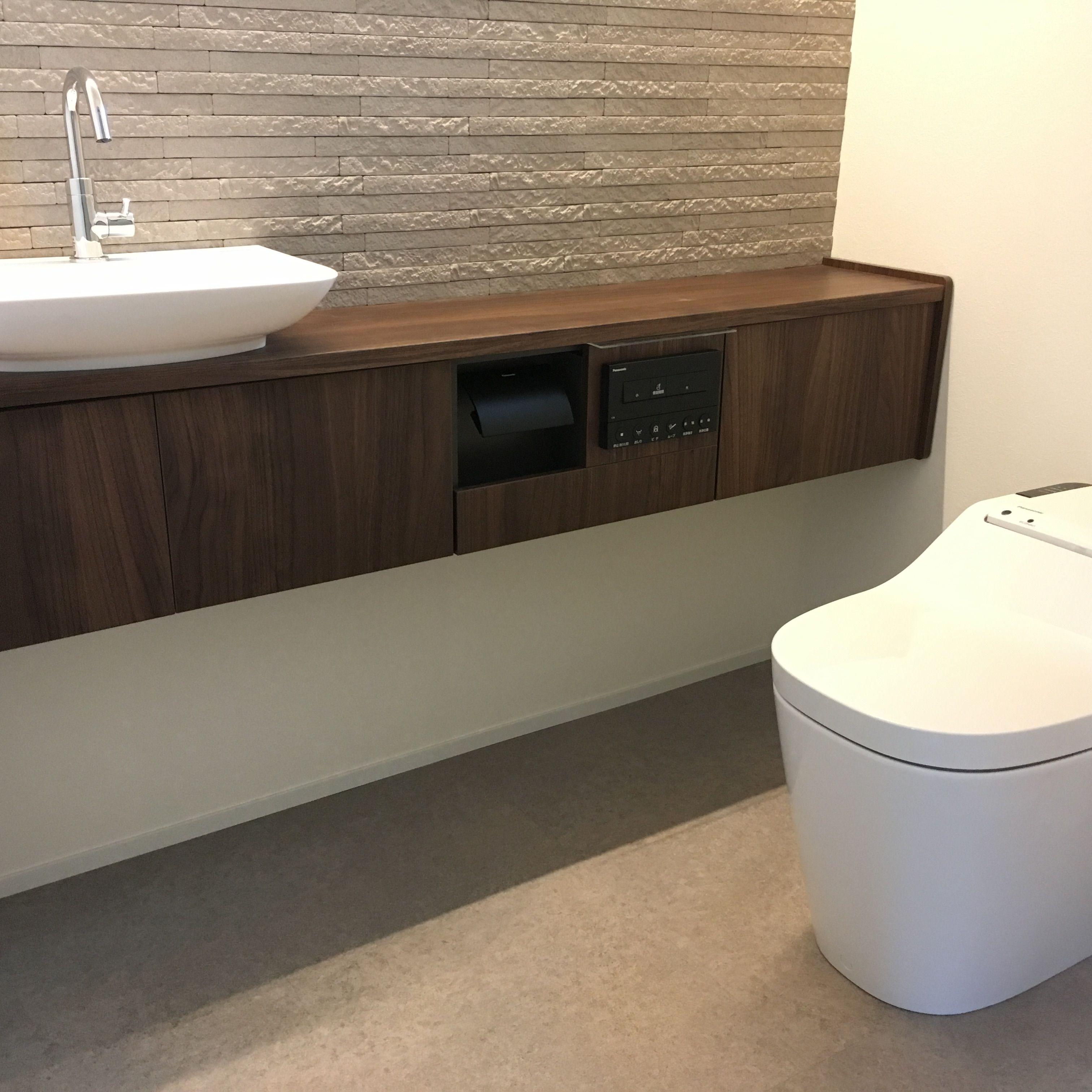 トイレ Panasonic アラウーノ 壁面にはlixilエコカラット 床材に