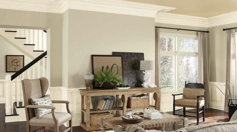 soggiorno con mobili in legno chiaro, tavolino, quadri e pareti ...