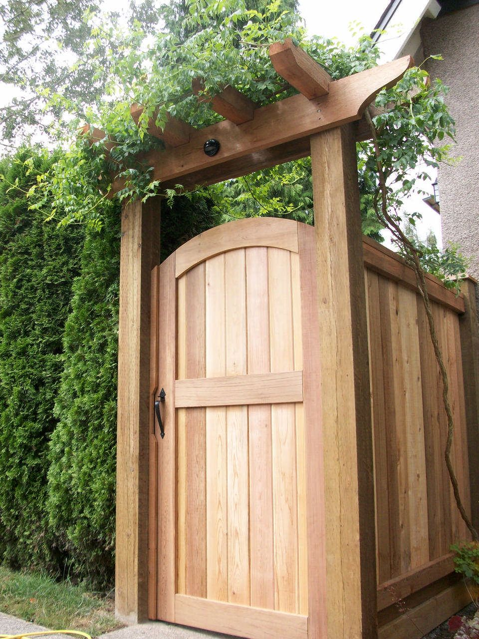 Cedar Gates & Arbours Custom Design in Vancouver - Premium Fence Company of BC -   23 short garden fence