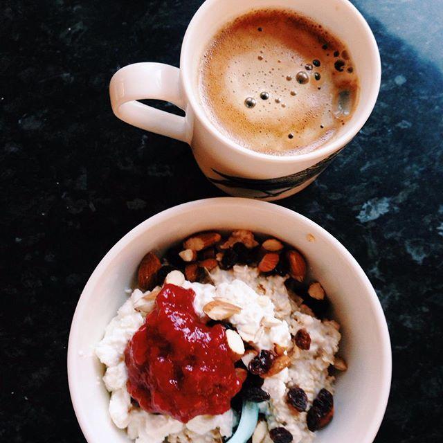 """grøt og kaffe før første forelesning⭐️ ha en fin onsdag! #Proats #aktivejenter #Raptorgains #healthyliving_e #norgesbeast #Matglede #shapeupnorge"" Photo taken by @healthyliving_e on Instagram, pinned via the InstaPin iOS App! http://www.instapinapp.com (08/19/2015)"