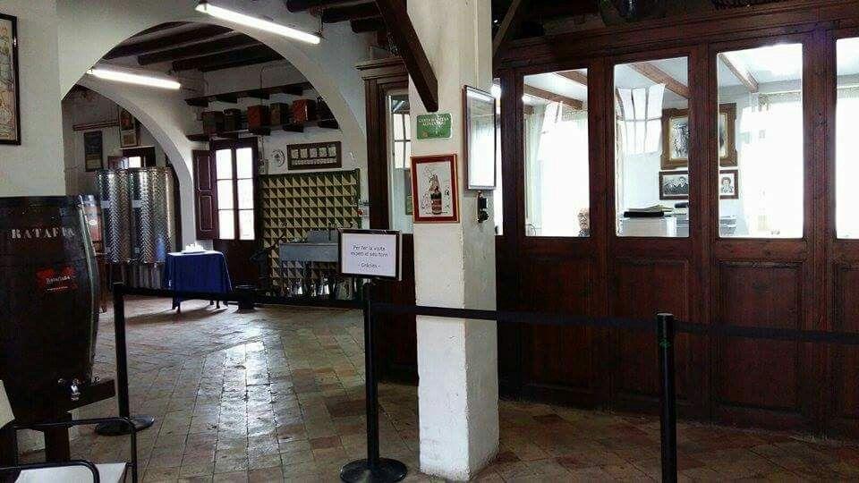 Interior De Les Instal Lacions De Ratafia Bosch Sant Quirze De Besora Barcelona Catalanes