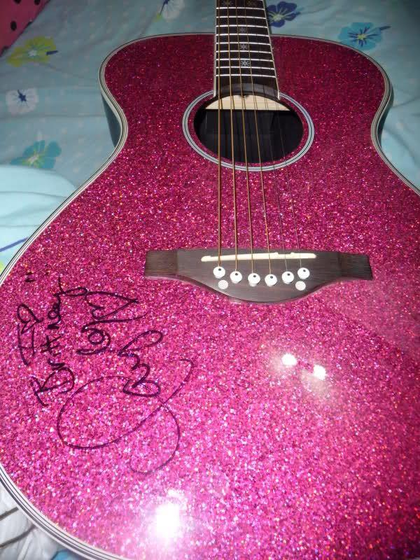 Taylor Acoustic Guitar Wallpaper