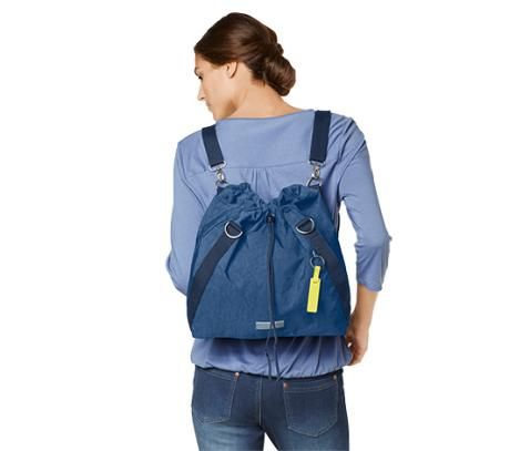 Női hátizsákként is hordható válltáska 343102 a Tchibo-nál.  1dce8e6ce3