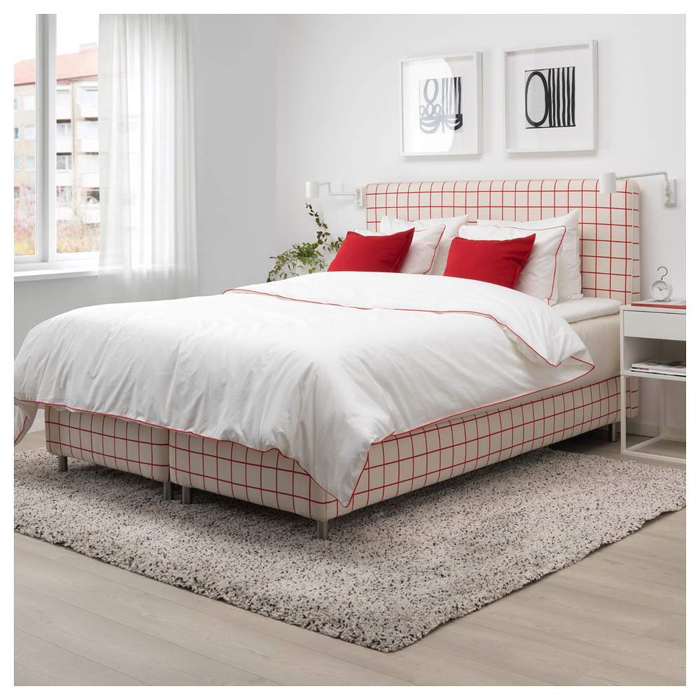 See Ikea S New Pillow Milanmaria To Coordinate With This Lovely Set Lots More Ikea Duvet Cover Set Wh Red Duvet Cover Duvet Cover Sets White Duvet Covers