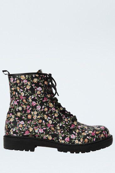 2c64563f4951 Schwarze Boots at HelloShoppers   Curiosidad   Pinterest   Floral ...