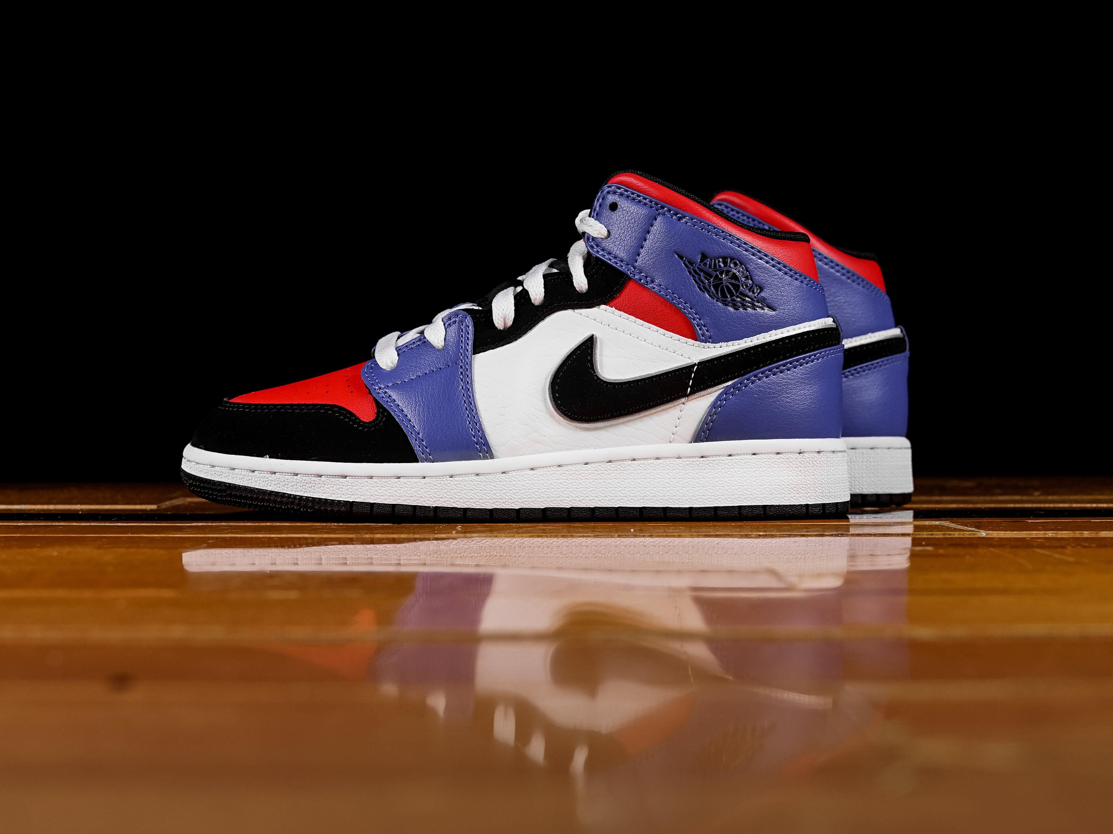 sneakers for cheap aa0a9 3717a Kid s Air Jordan 1 Retro Mid  Top 3  (GS)  554725-124