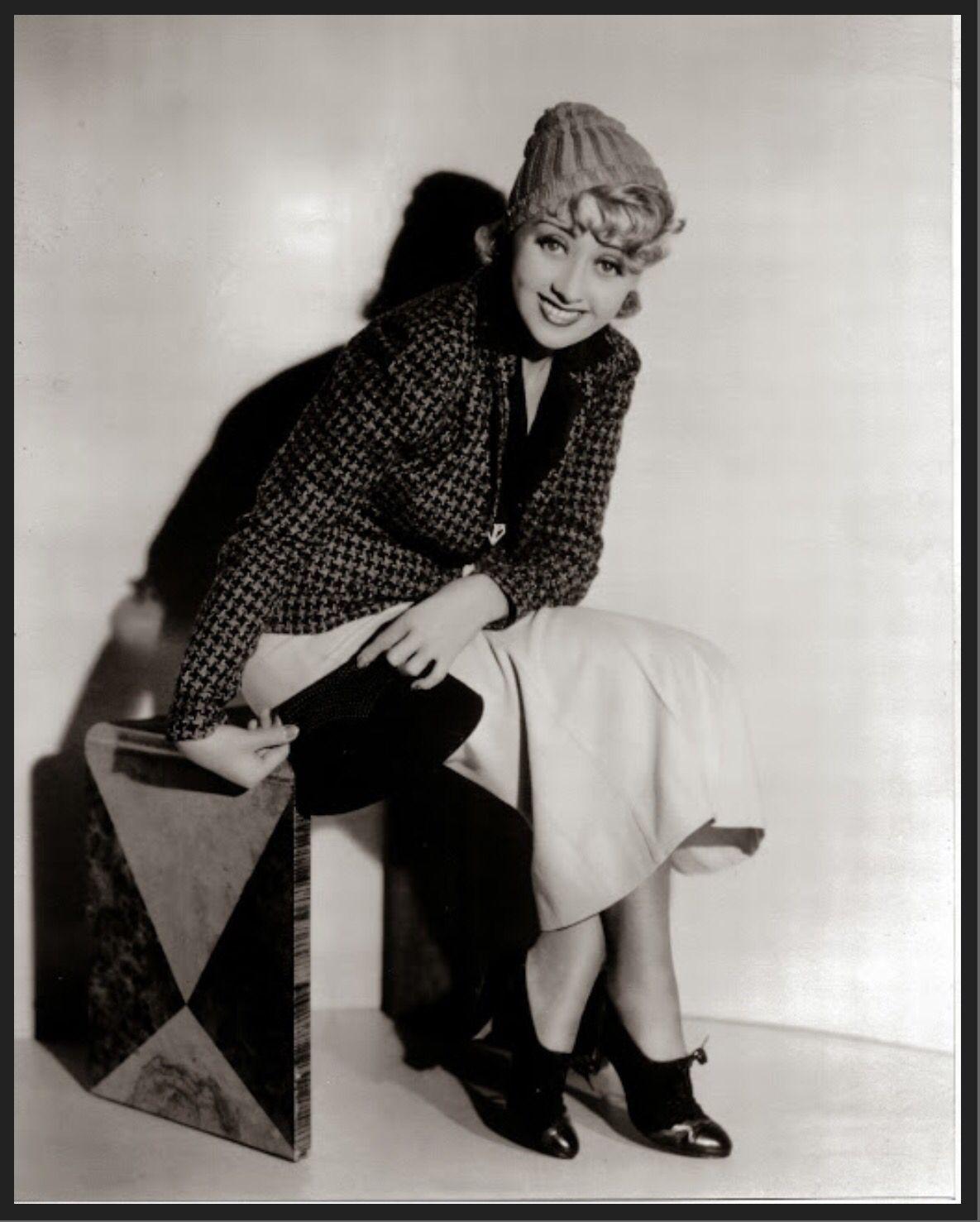 Joan Blondell gets her hair done, 1932 | Vintage hair