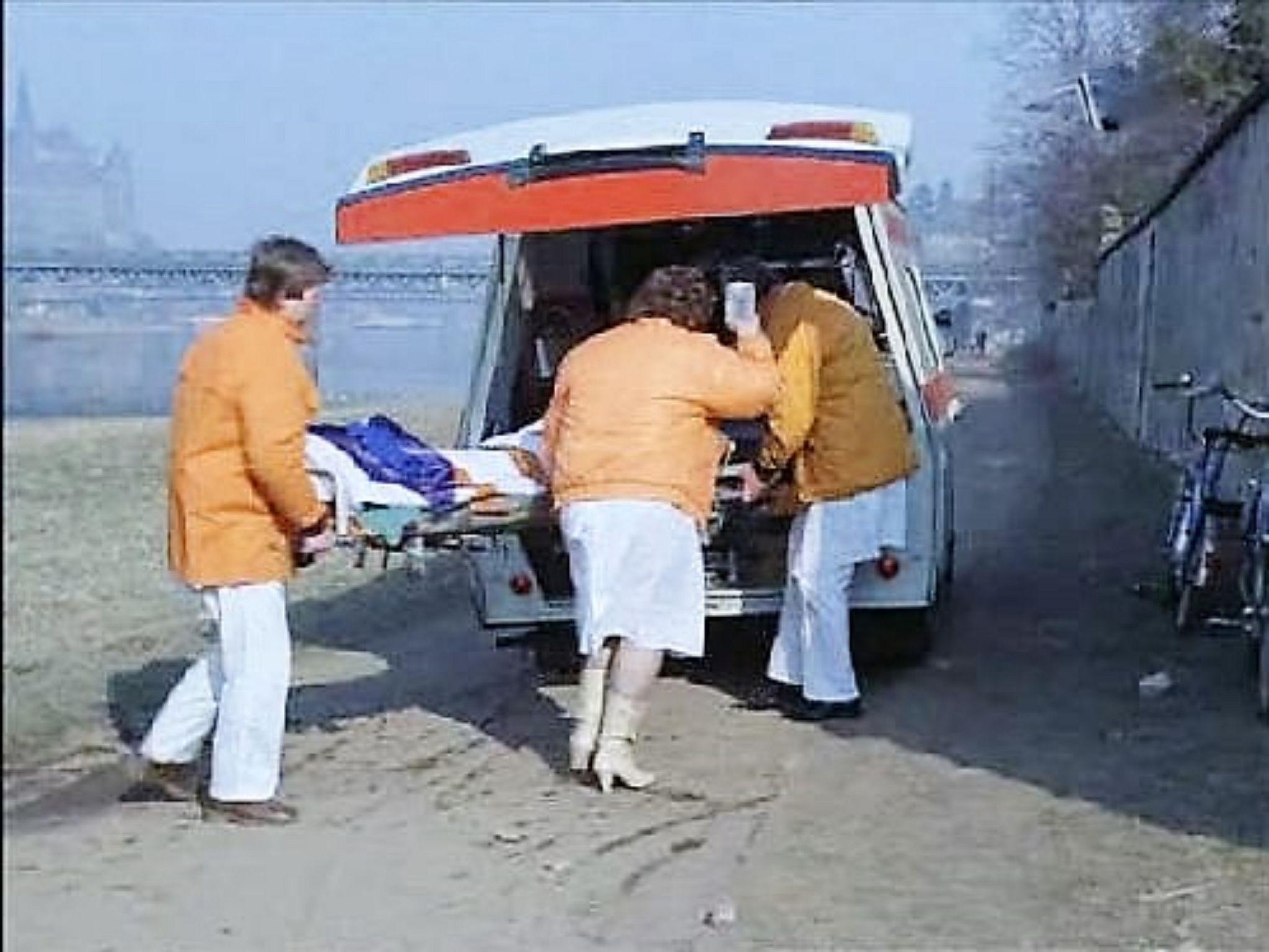 https://flic.kr/p/AK8b74   DDR Gesundheitswesen,DDR Krankenschwester und Ärzte   DDR Rettungsdienst