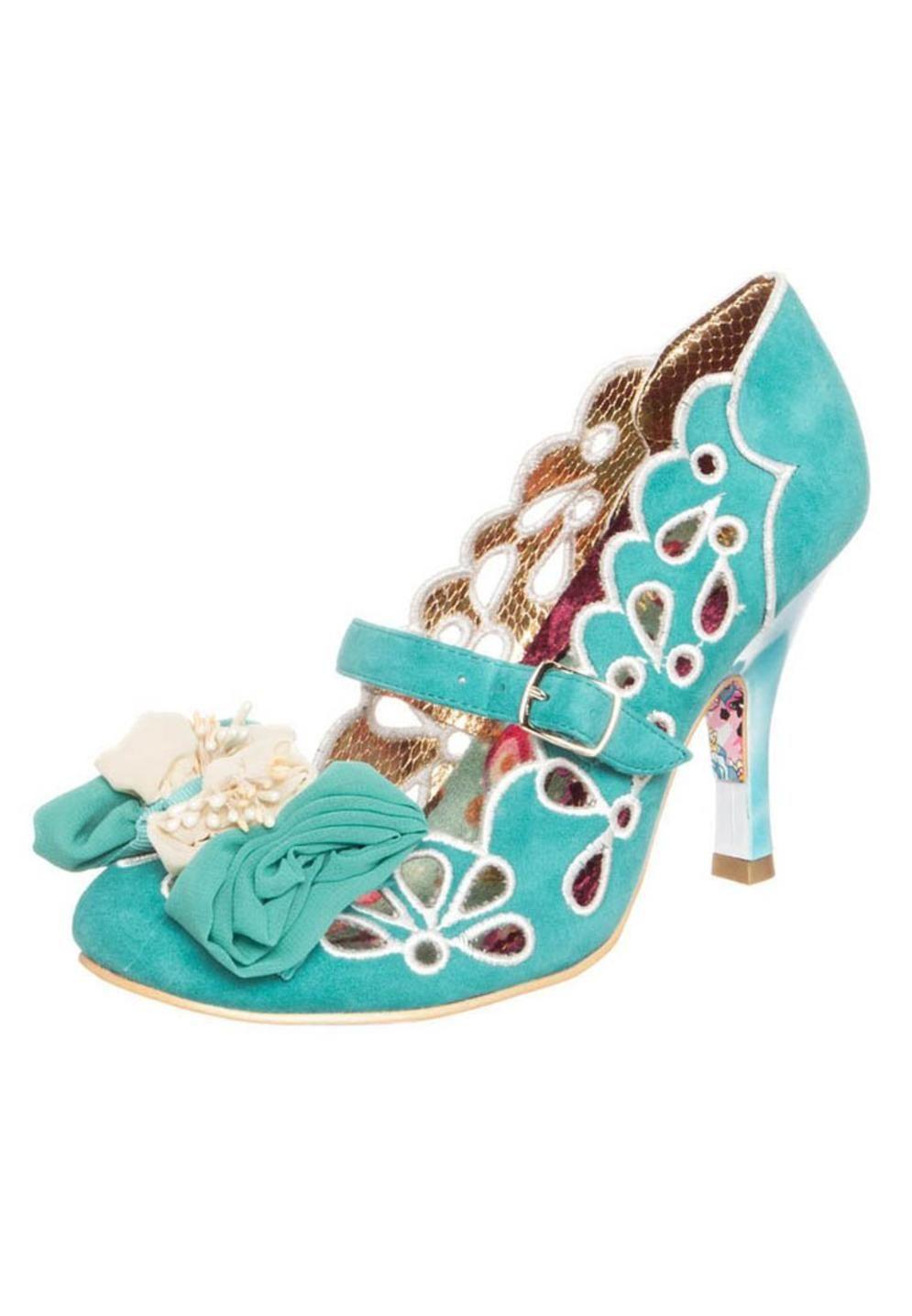 3149e5c431e1 Pin by Jasmin on shoes