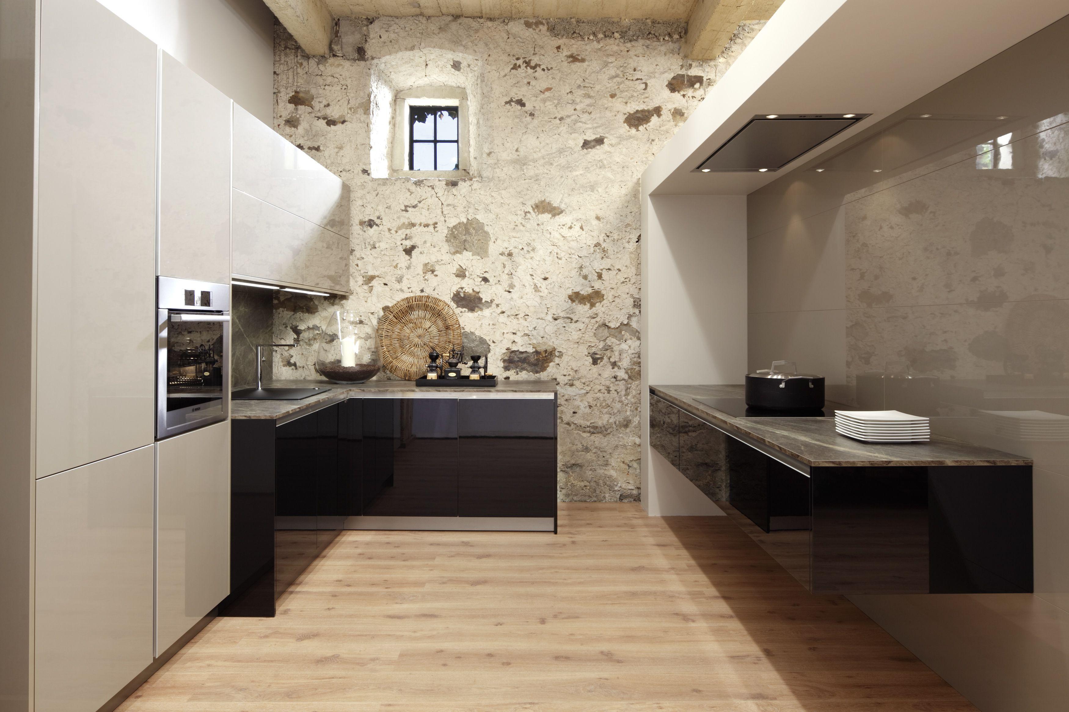 Riva modern sleek beautiful high gloss laminate kitchen for Riva laminate flooring