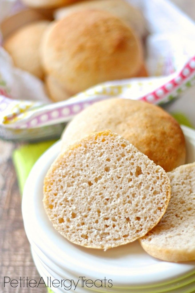 Doux Sans Gluten Hamburger Buns-Exempt de top 8 | PetiteAllergyTreats super facile et non friables.  #glutenfree, #eggfree, #Vegan, #bread, #buns