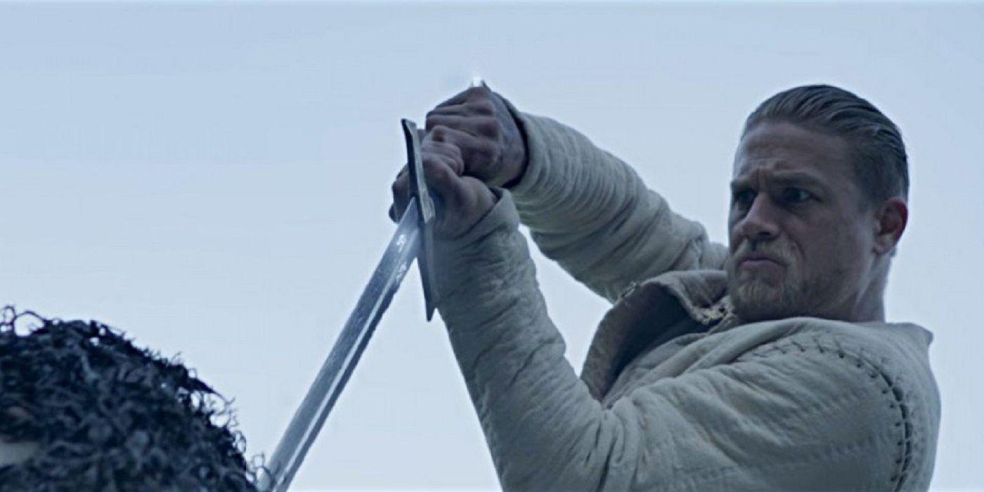 Notre avis du dernier film Guy Ritchie, Le Roi Arthur : La Légende d'Excalibur échec critique et commercial lors de sa première semaine d'exploitation, pourquoi?