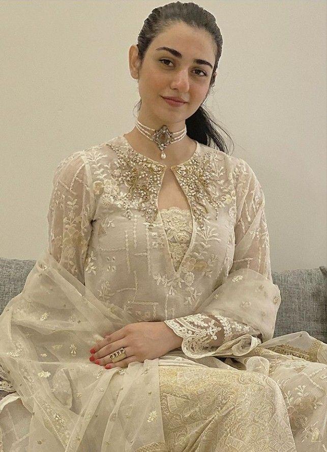 Pin By الف نور On Sarah Falak Stylish Dresses Simple Pakistani Dresses Pakistani Dresses Casual