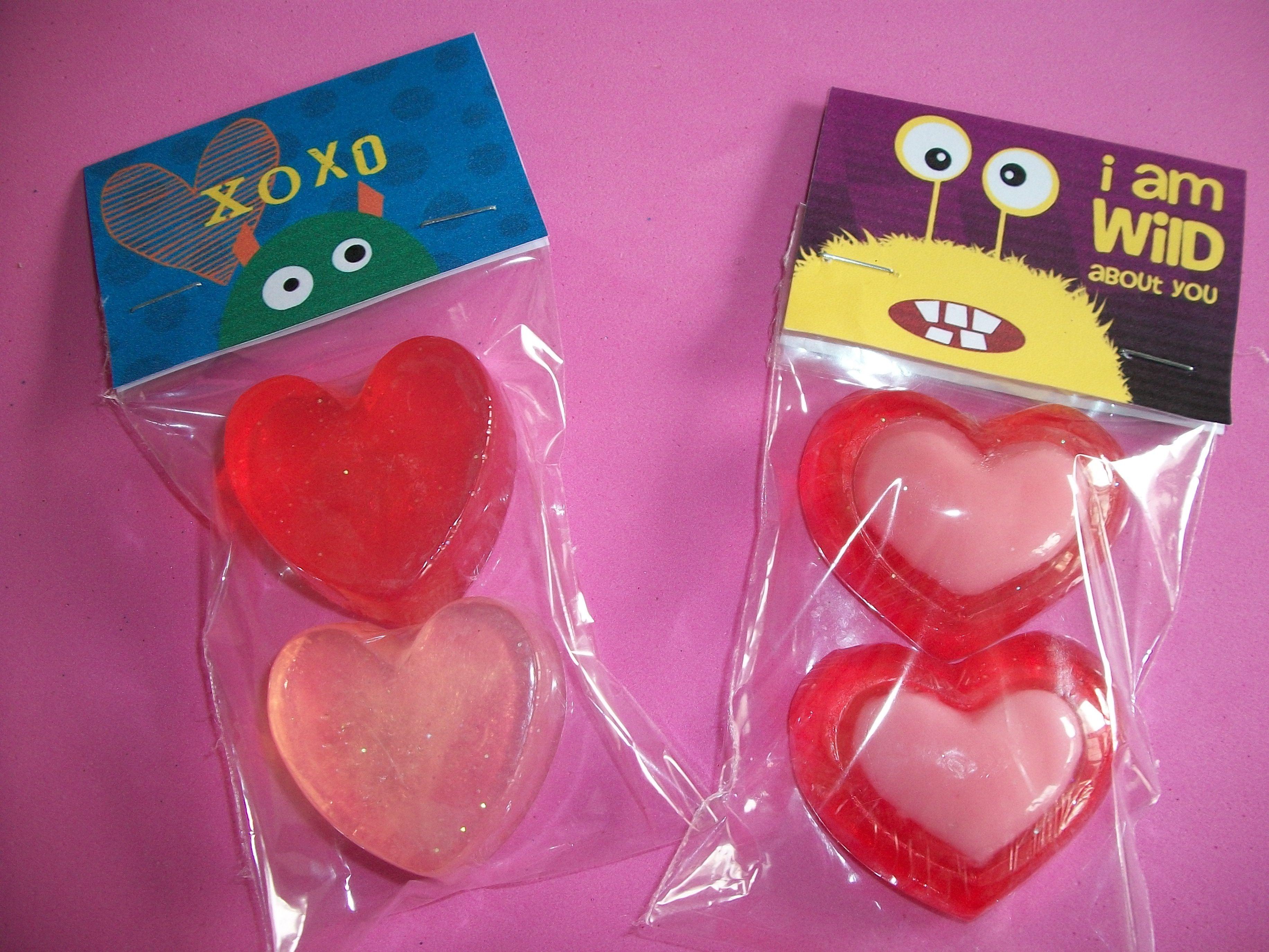 Set de 3 jabones con forma de corazón Etiqueta monstruitos ...