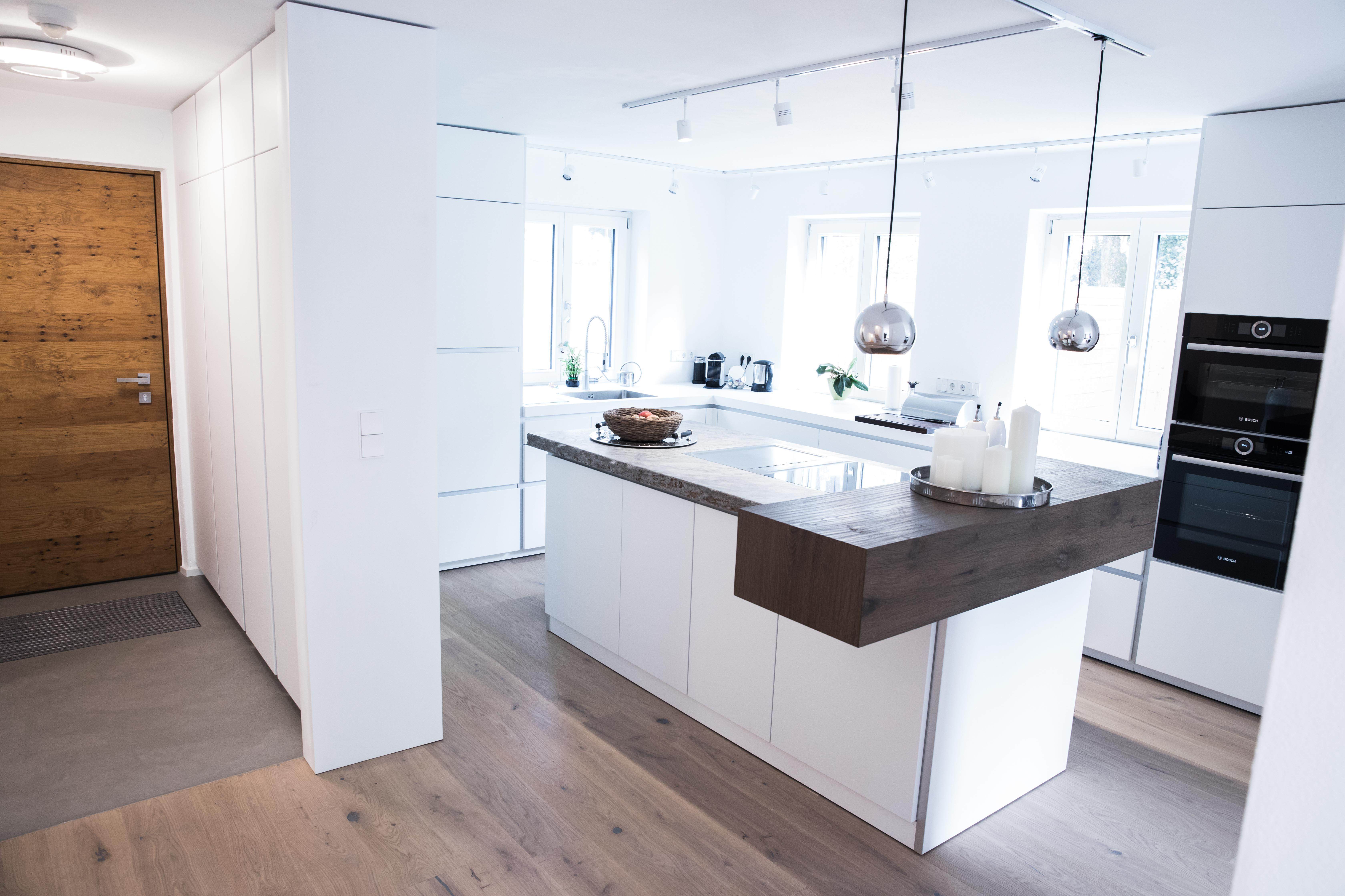 Küchen mit Designboden ohne Fliesen und Fugen   Fussboden fliesen, Sichtestrich, Design