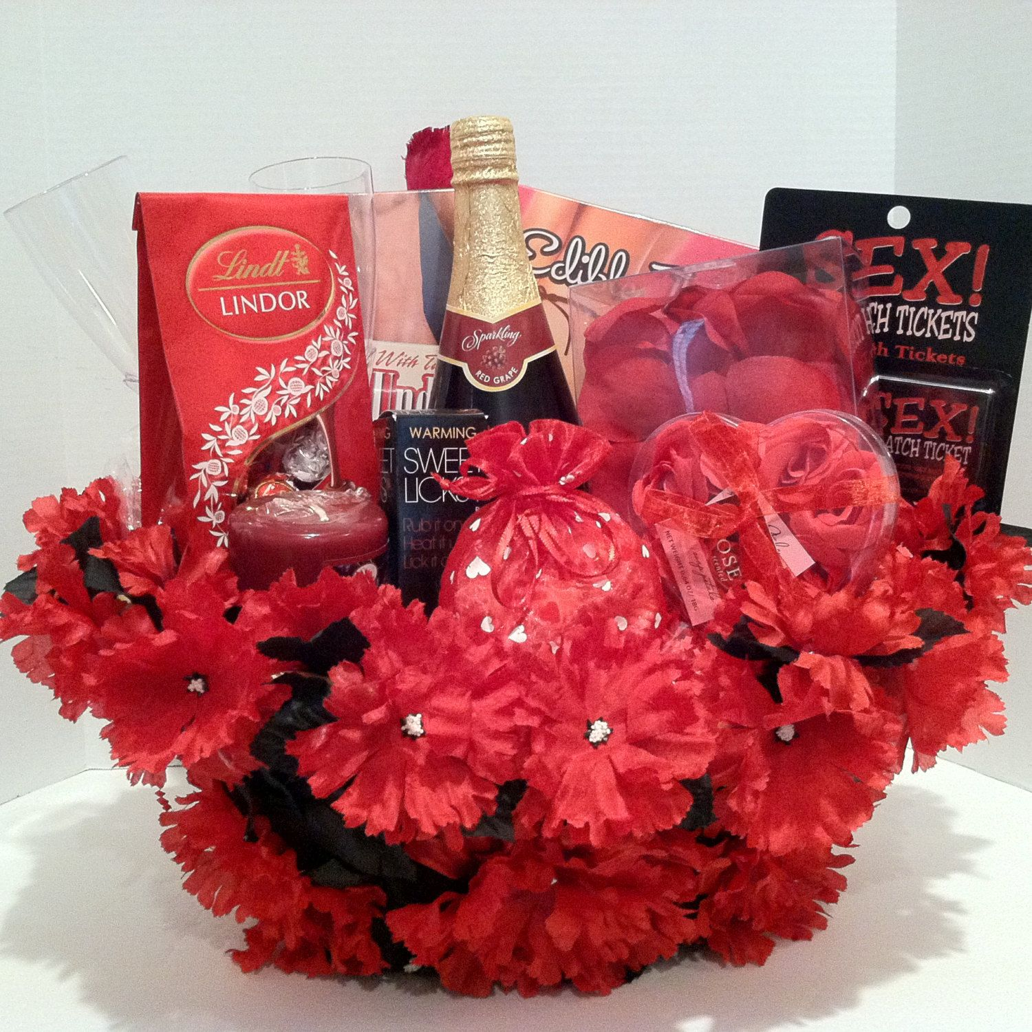 Best of Indie Spotlight: Best Valentine's Day Gifts for ... |Valentines Day Gift Baskets For Couples