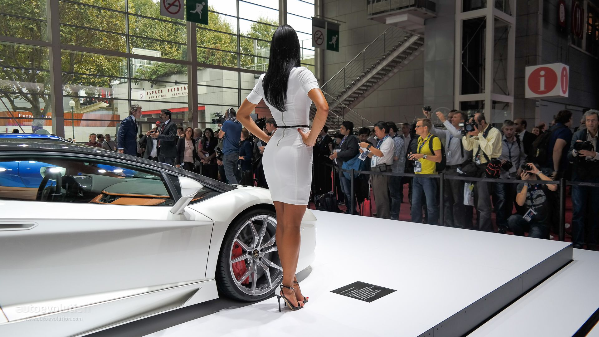 The girls of the paris motor show 2014