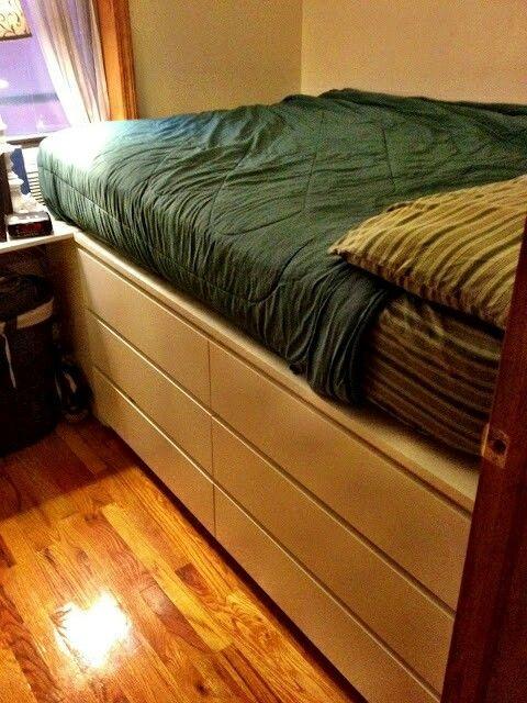 Stauraum unter dem Hochbett im kleinen Schlafzimmer Raphaela - hochbetten erwachsene kleine wohnung