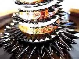Auch wir bei Supermagnete sind grosse Fans von Ferrofluid. Unglaublich, was hier für Formen zustande kommen <3