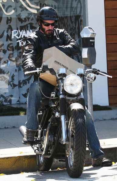 Let me get this straight--Keanu, on a motorcycle WITH a bag from James Perse?  Can I get an Amen?!   (chicfoo) keanu