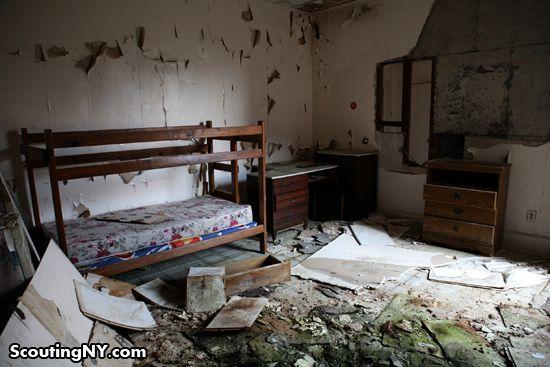 Inside An Abandoned Masonic Hall In Tappan Ny Home Decor Bunks