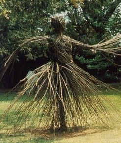 Oooohhh....another garden twig/grass figure.  This one is really cool!