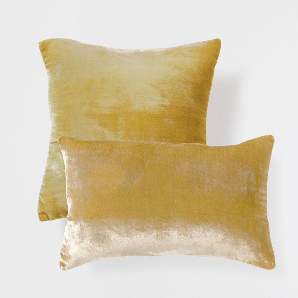 Cojín efecto #terciopelo #dorado envejecido #Zara Home | CUSHIONS
