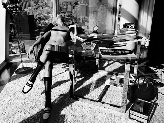 Нагота vs нагота: Эдита Велкивичуте и Аня Рубик для Industrie - http://spletnitv.ru/nagota-vs-nagota-edita-velkivichute-i-anya-rubik-dlya-industrie/