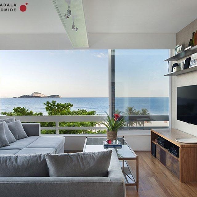 Os super sofás estão em alta! Esse aqui foi feito para o escritório e sala de TV de um casal com três filhos. Sofa @tramacasa #projetosadalagomide
