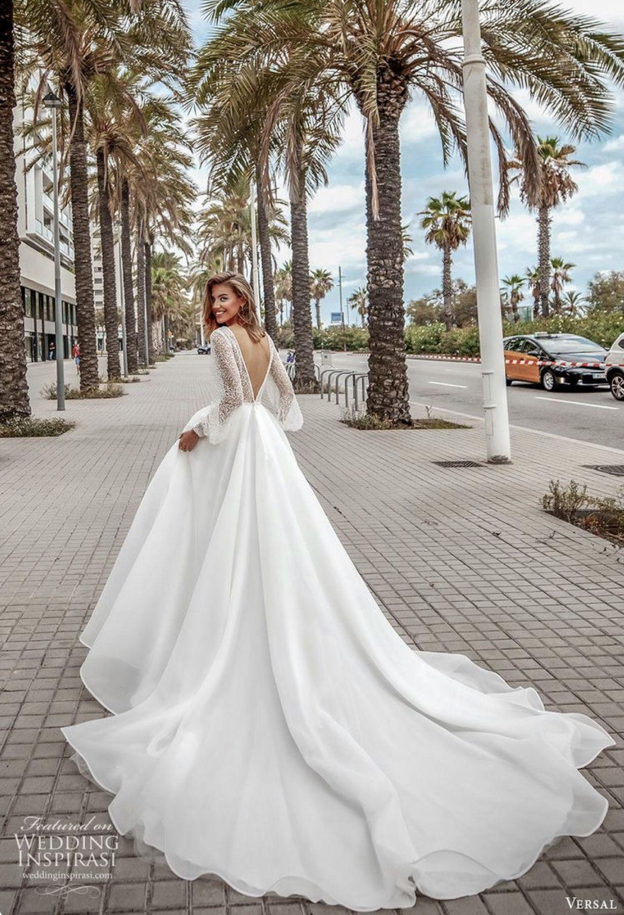 The Smile You Have When Wearing Your Dream Dress In 2020 Civil Wedding Dresses Bridal Dresses Bridal Dresses Vintage