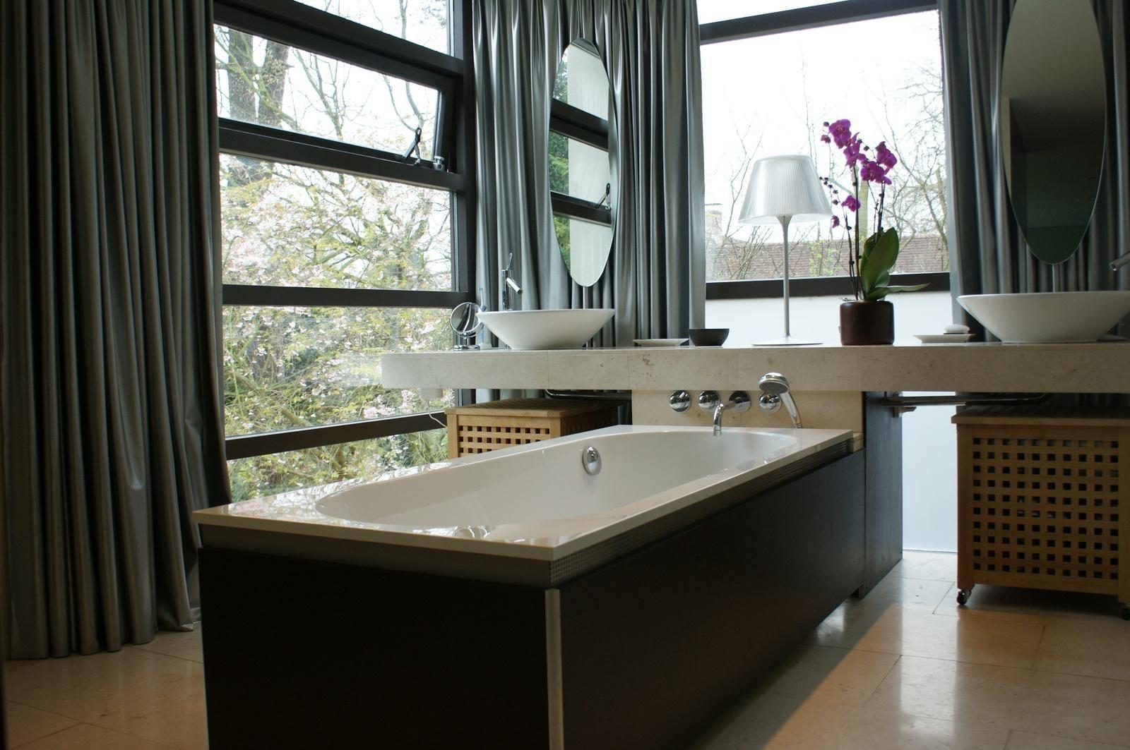 Moderne badkamer met ligbad moodboard badkamers pinterest badkamer badkamers en met - Moderne badkamer met ligbad ...