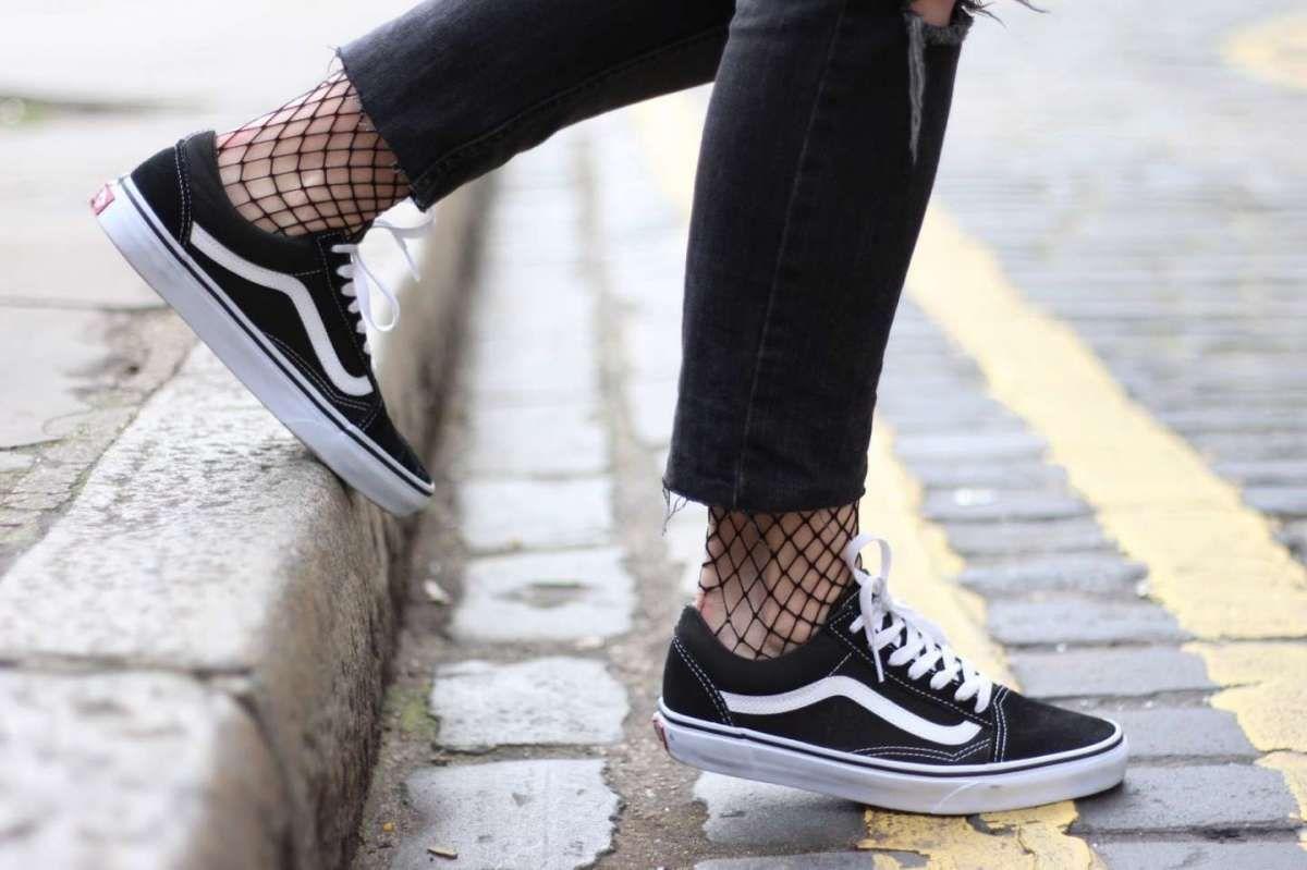 Abito blu uomo quali scarpe vans   Calze a rete, Scarpe, Scarpe vans
