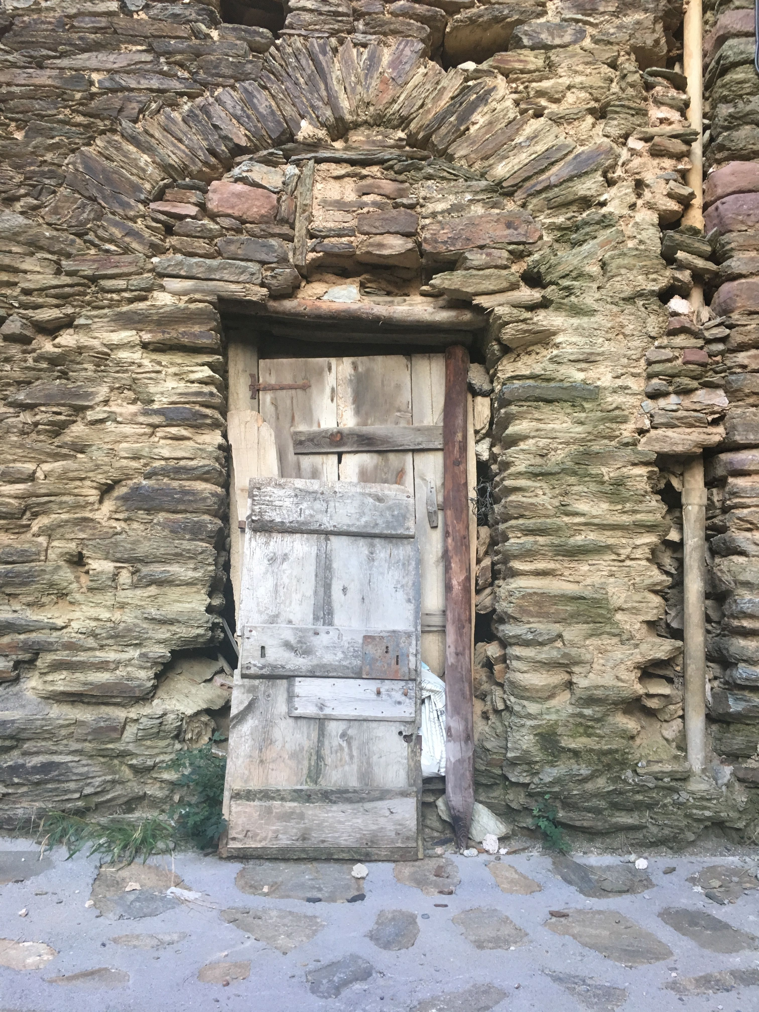 Foto Di Porte Antiche old door | 壁, 廃墟