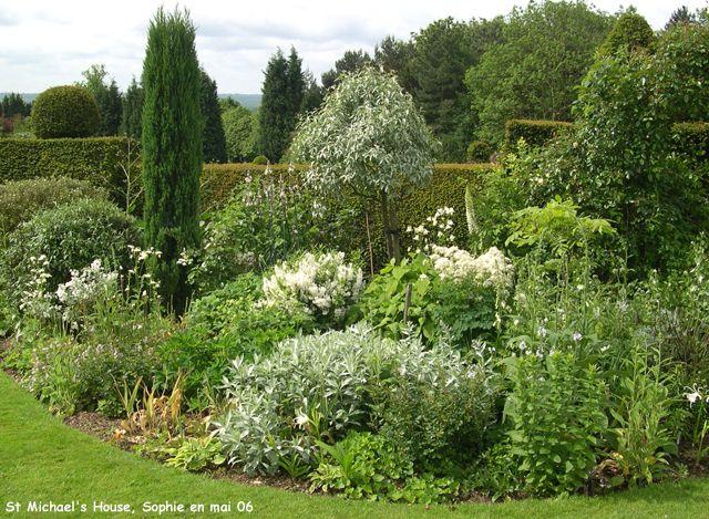 massif d 39 arbustes 4 idees jardin pinterest arbuste massif et jardins. Black Bedroom Furniture Sets. Home Design Ideas