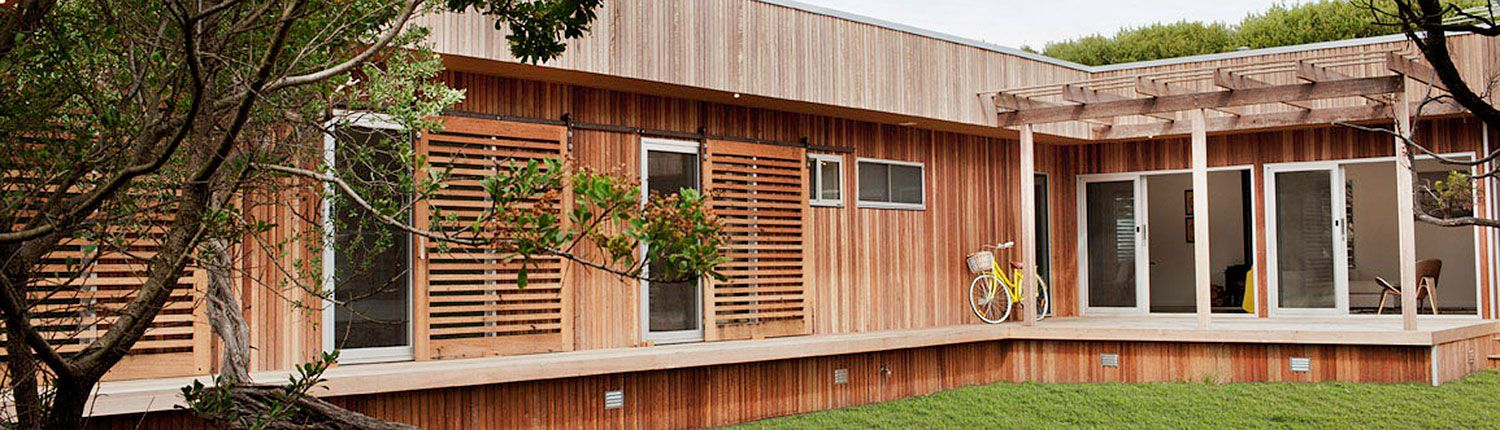 Sandy Point Prefab\'s Timber Cladding Helps the Modest Home Blend In ...