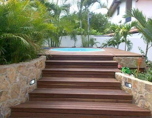 escalones muro deck piscina
