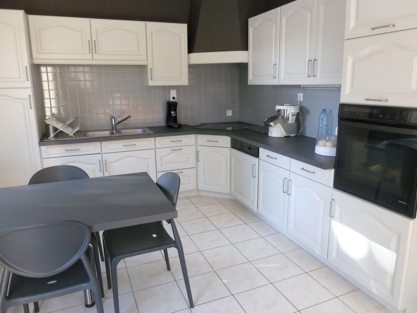 r nover une cuisine comment repeindre une cuisine en ch ne organisation et rangement. Black Bedroom Furniture Sets. Home Design Ideas