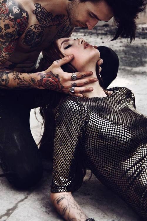 улице, влюбилась в татуировщика достигшим совершеннолетия, просмотр