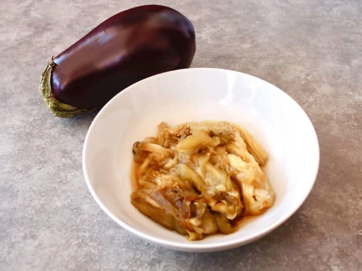 Learn The Best Methods For Roasting A Whole Eggplant On A Gas Range Grill Or In The Oven Results In A Smok Roast Eggplant How To Cook Pasta Cooking Eggplant